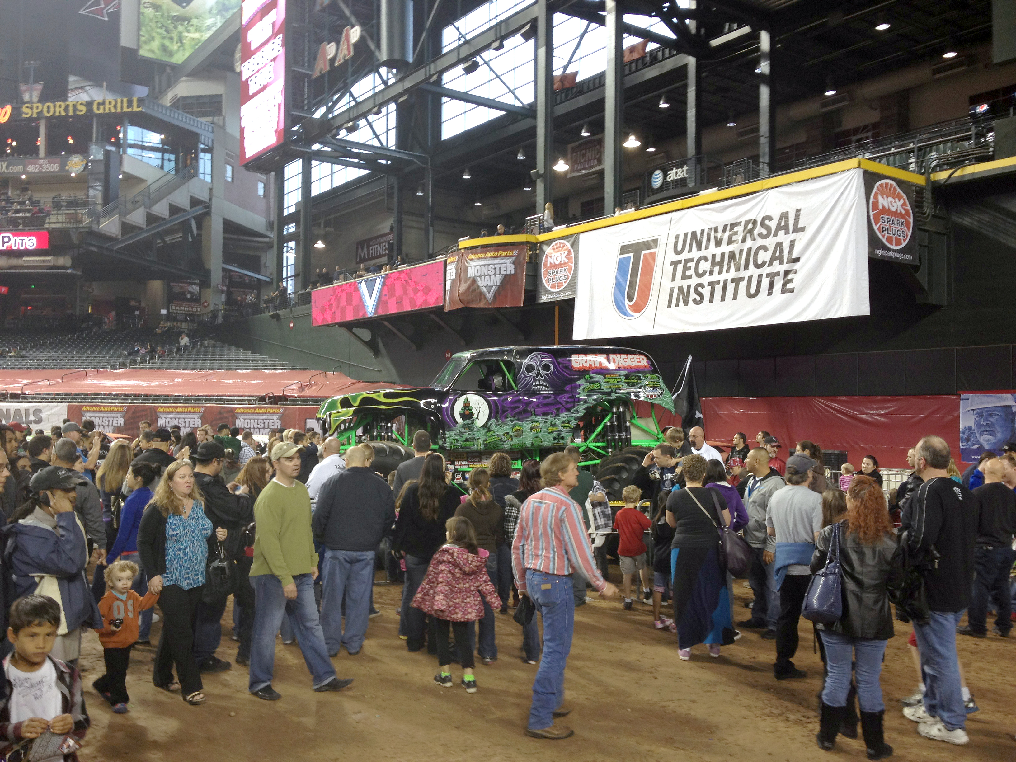 Grave Digger in Phoenix!  Interview with Carl Van Horn: Driver of Grave Digger
